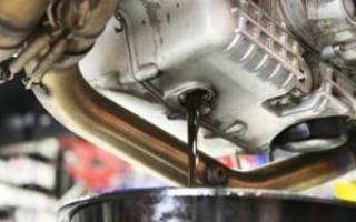 Почему масло в двигателе чернеет