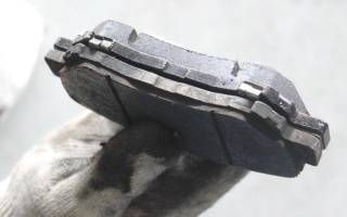 Через сколько менять тормозные колодки
