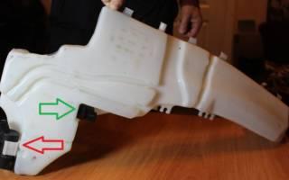 Форд фокус 2 как снять бачок омывателя